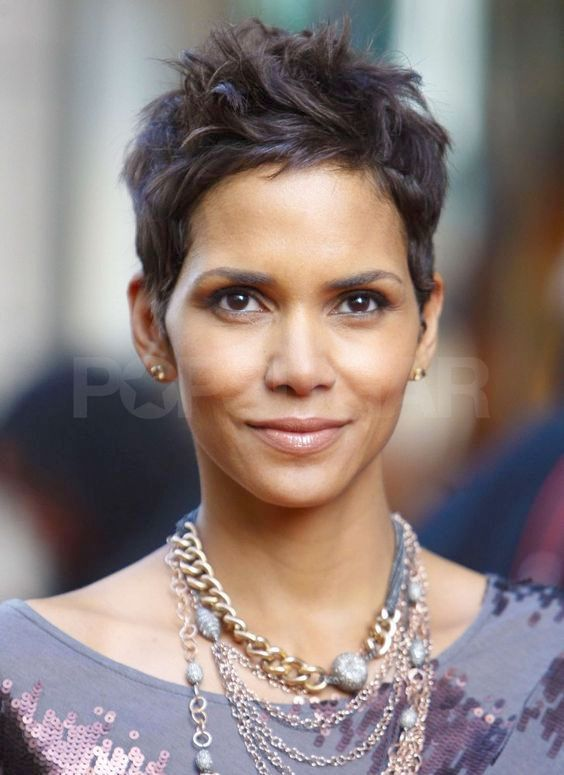 30 Graceful Hairstyles Of Halle Berry