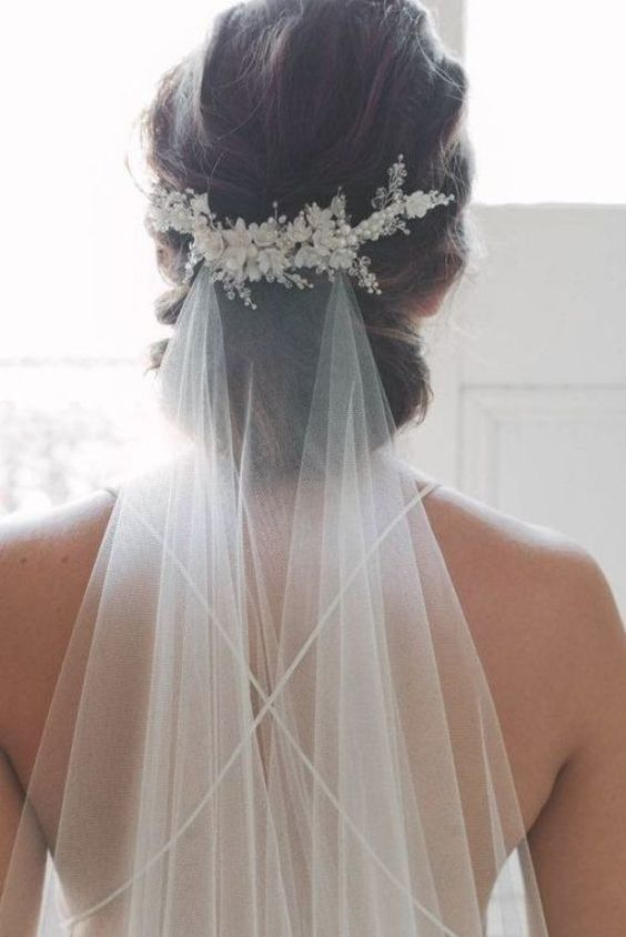 15 Marvelous Wedding Hairstyles For Spring That Look Gorgeous With Veil (1)