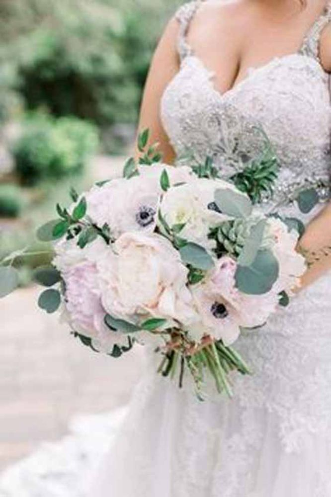 25 Delicate Looking Spring Wedding Flower Bouquets to Select